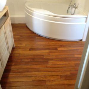 Sol en bois réhabilité salle de bain